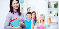 happy-teacher-with-students-background_1098-2917 - Газета Борьба